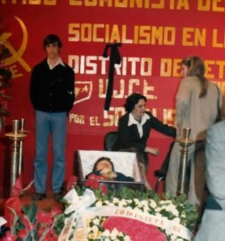Capilla ardiente de Andrés García Fernández, asesinado por los fascistas en Madrid el 29 de abril de 1979