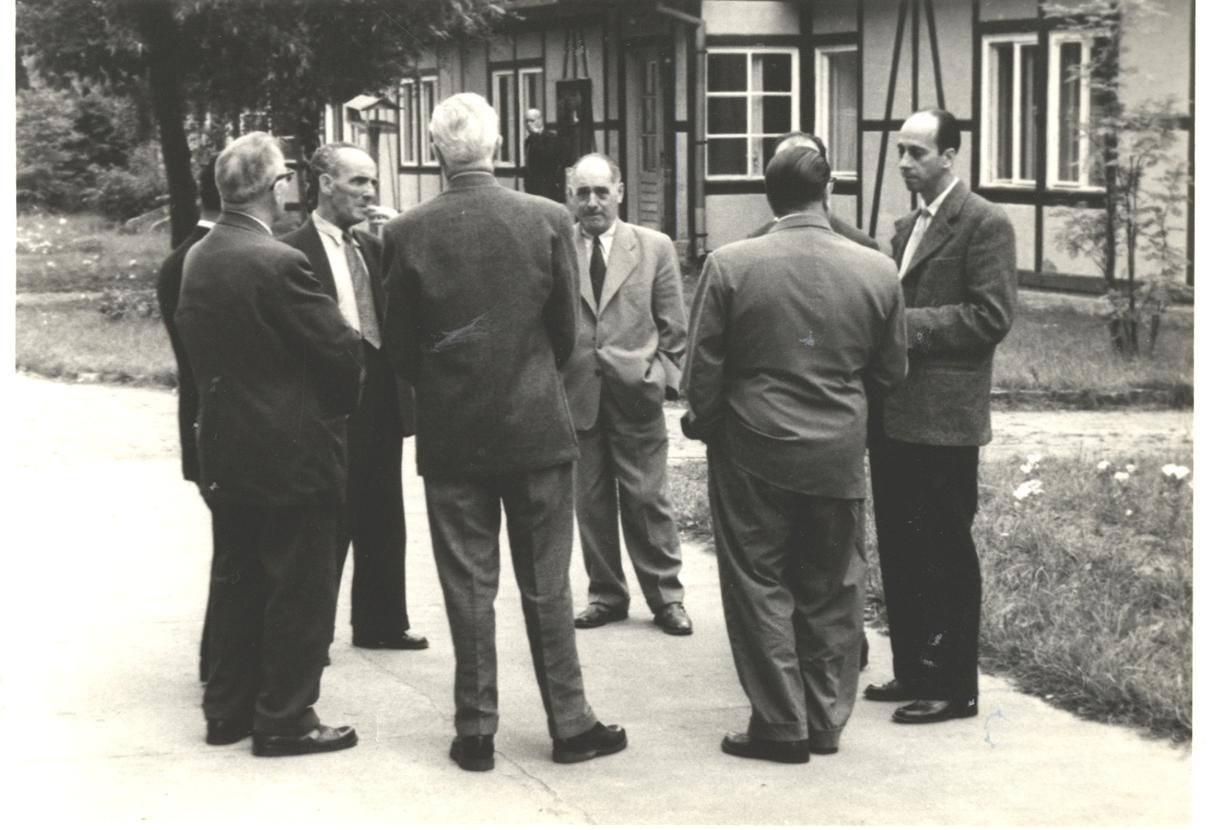Reunión del Comité Central del PCE, 1958. De derecha a izquierda: Julián Grimau, Vicente Uribe, Leandro Carro.